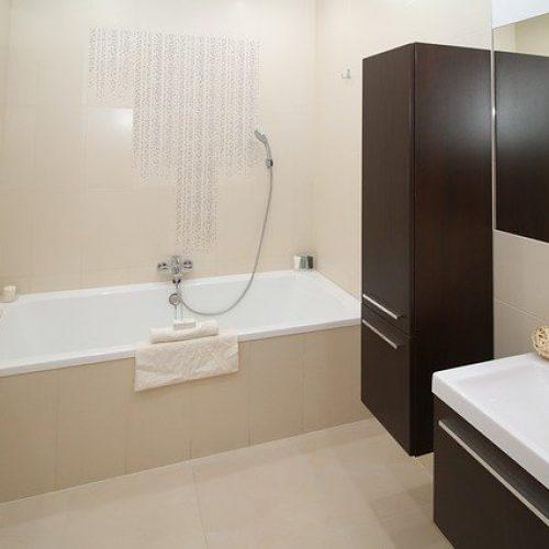 bathroom-2094735_640